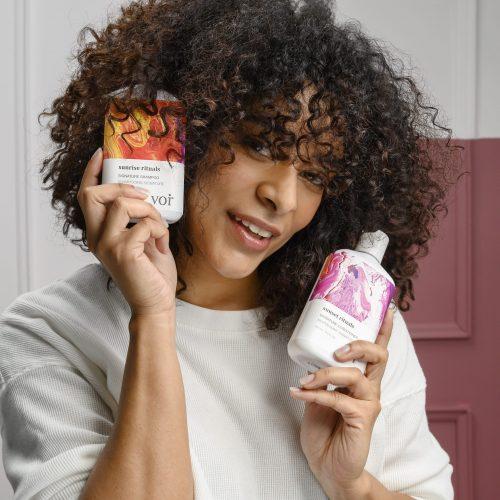 856132001039_Shampoo & Conditioner_Coily Hair Model